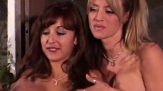 Pleasant bitch Sindee Coxx takes part in exciting lesbian session