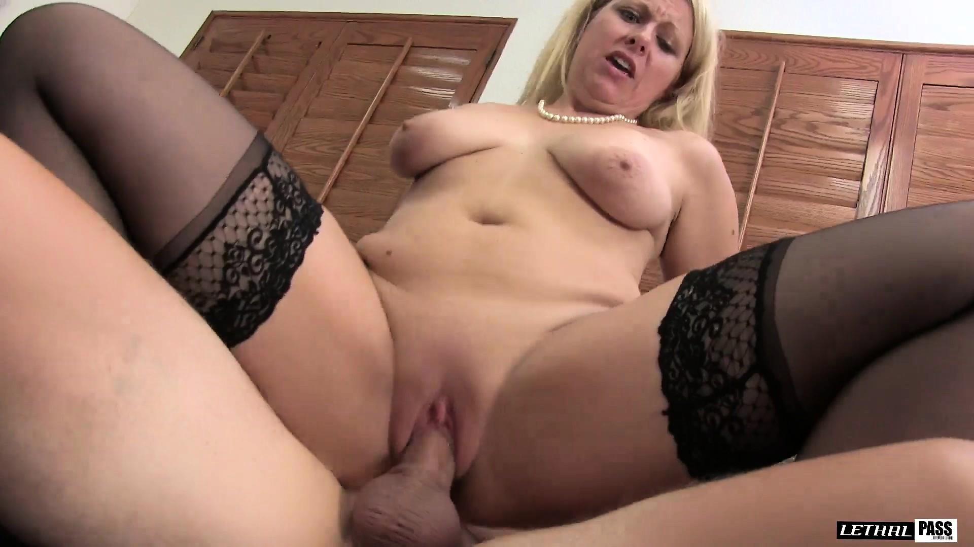 Busty mature amateur dildo masturbation