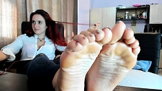 Petite redhead enjoys foot fetish session