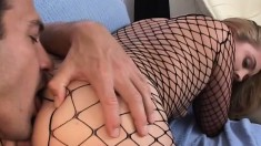 Well-graced babe in fishnets Roxxy likes slurping large dongs